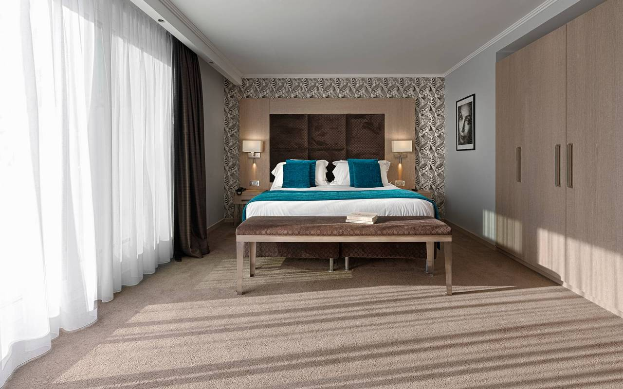 Bright room with double bed and large windows, 4 star boutique hotel cannes, Juliana Hotel Cannes.