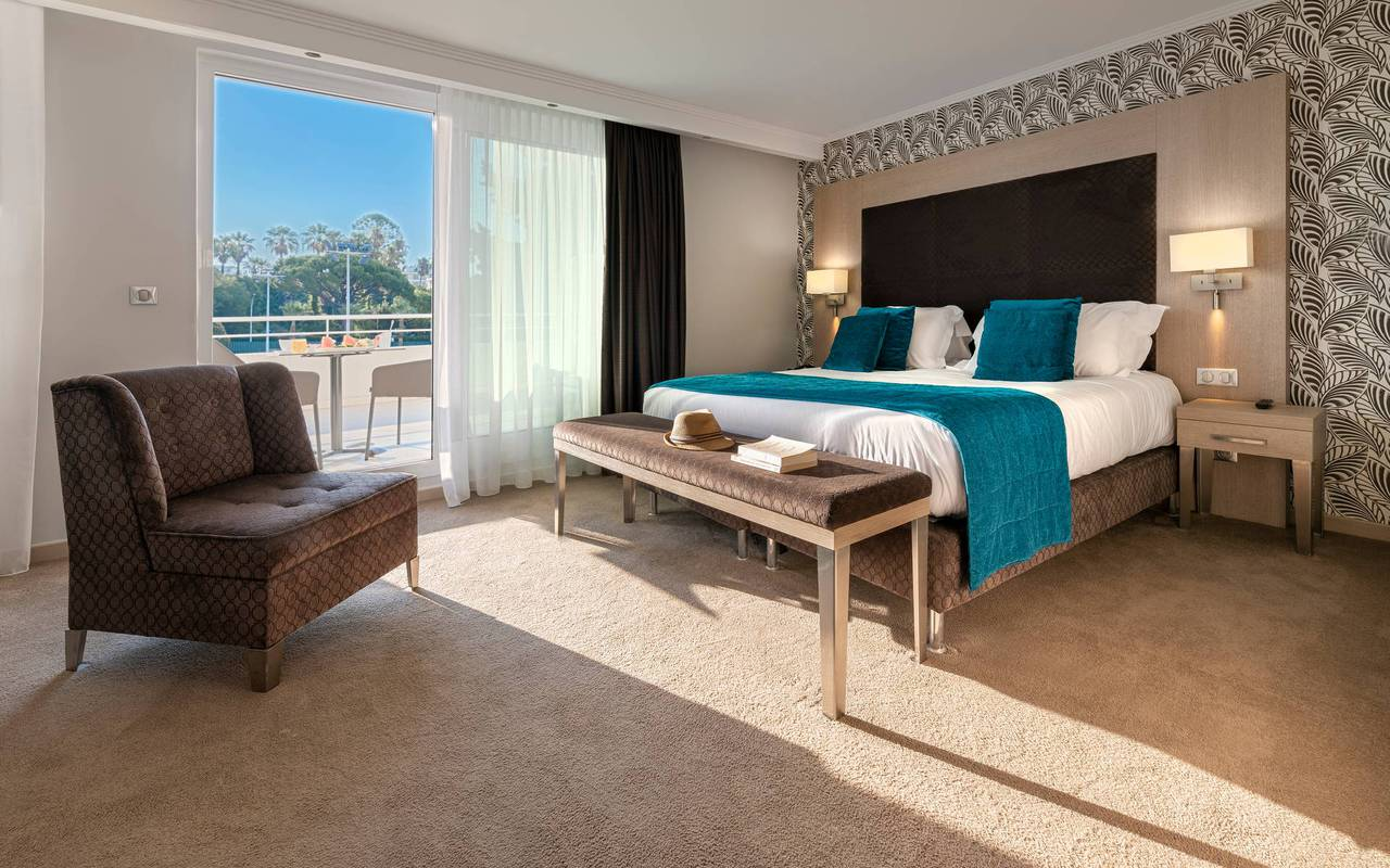 Deluxe suite with balcony, luxury hotel cannes, Juliana Hotel Cannes