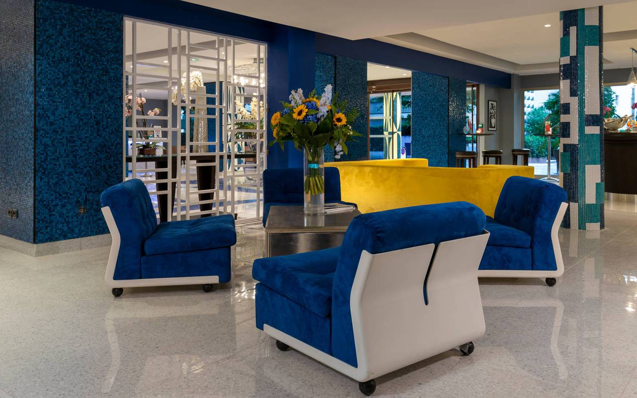 lounge area with armchair, 4-star hotel french riviera, Juliana Hotel Cannes