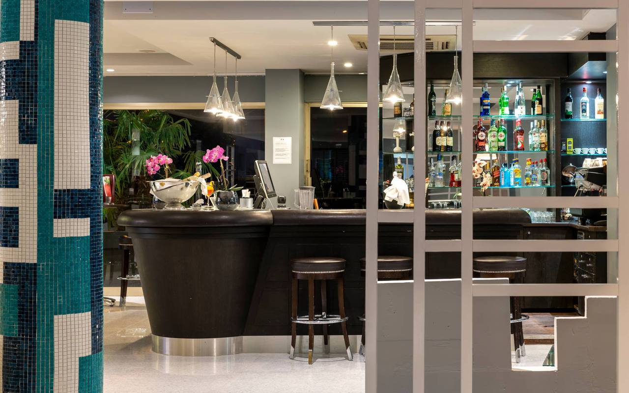 view of the bar, 4-star hotel french riviera, Juliana Hotel Cannes
