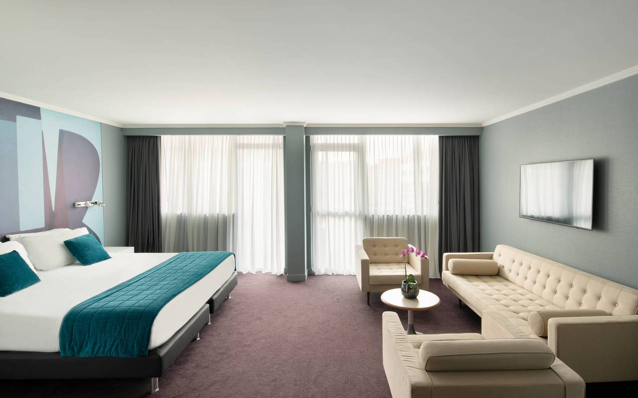 Spacious room with sofa and bed, 4 star hotel french riviera, Juliana Hotel Cannes.