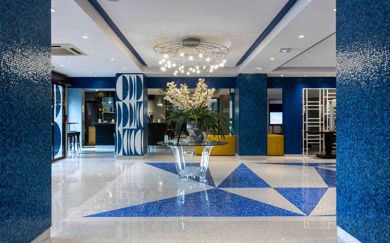 Entrance hall and reception, 4 star hotel french riviera, Juliana Hotel Cannes.