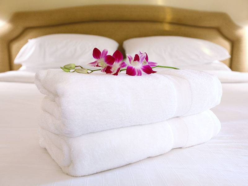 Towels and flowers, 4 star boutique hotel cannes, Juliana Hotel Cannes.