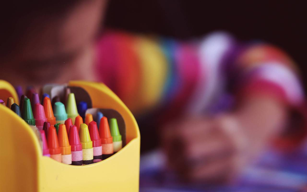 Crayons de coloriage, hotel avec piscine cannes, Juliana Hotel Cannes