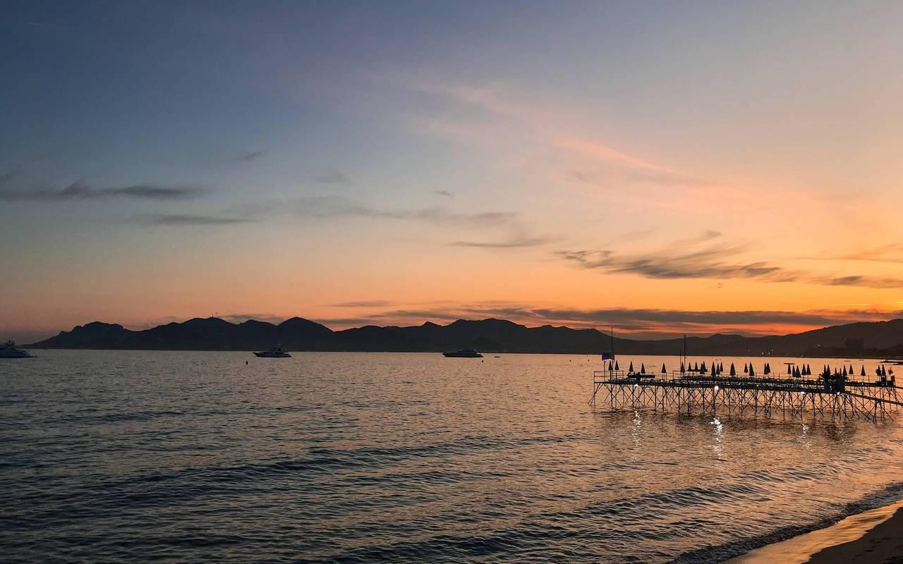 coucher de soleil sur la mer, hotel avec piscine cannes, Juliana Hotel Cannes