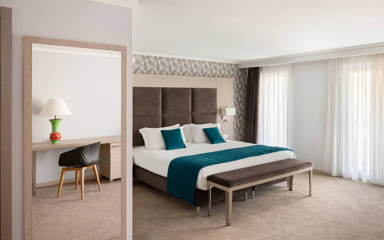 Chambre spacieuse et lumineuse, hotel luxe cannes, Juliana Hotel Cannes