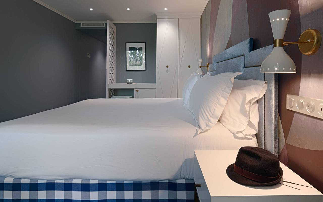Chambre avec lit king size, hotel luxe cannes, Juliana Hotel Cannes