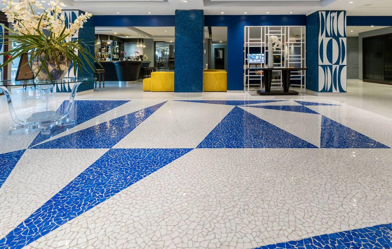 Reception en mosaique, boutique hotel cannes, Juliana Hotel Cannes.