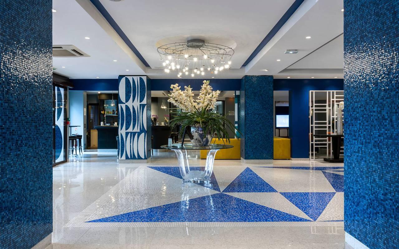 Hall d'entrée et réception, boutique hotel cannes, Juliana Hotel Cannes.