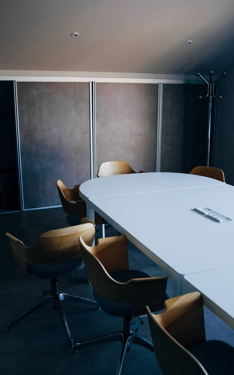 Salle de réunion avec table, séminaire mariage cannes, Juliana Hotel Cannes.